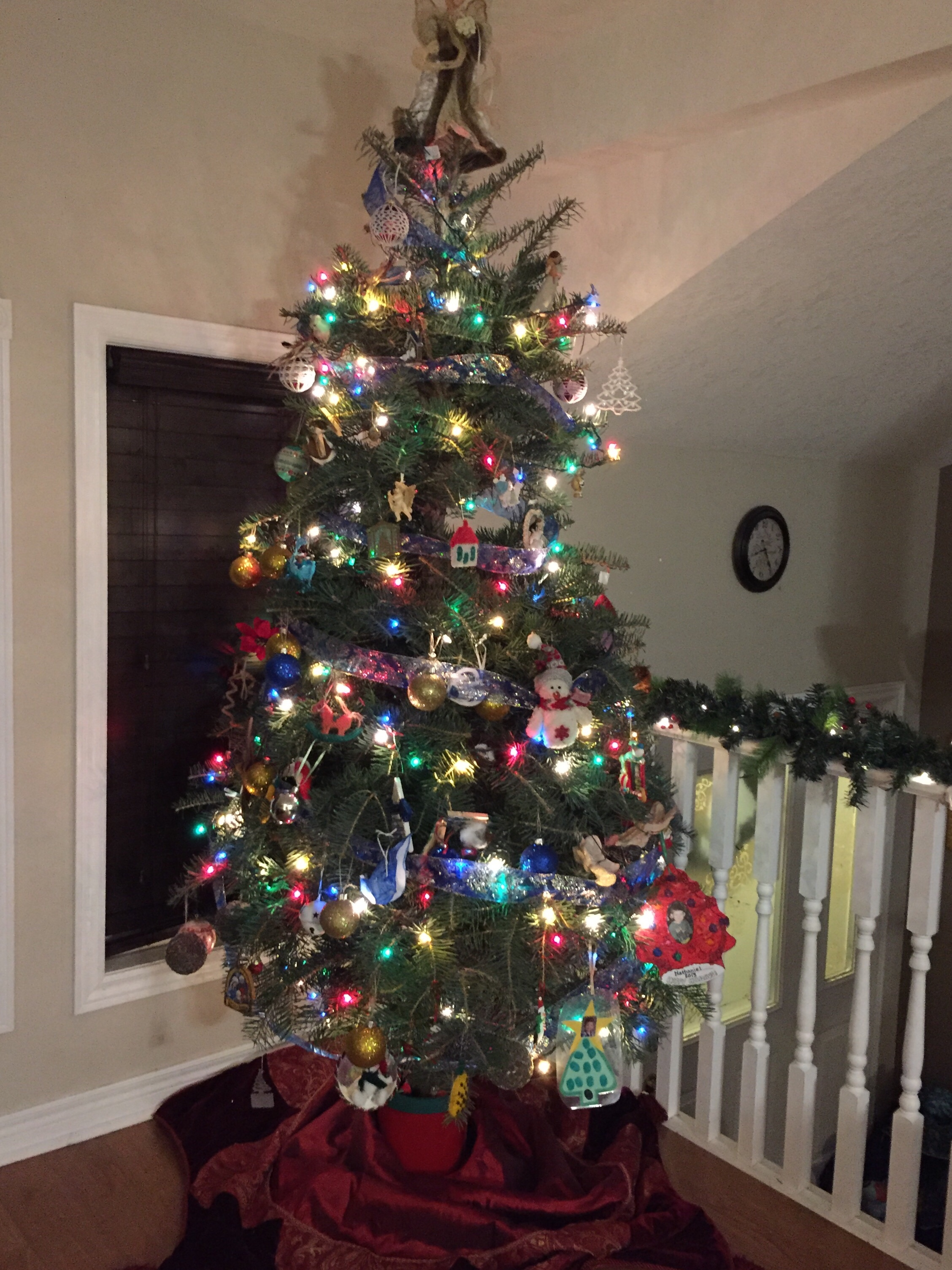 I love Christmas traditions  weather it be decorating the Christmas tree,  baking cookies or once again decorating the house. And, of course, Crochet  always ...